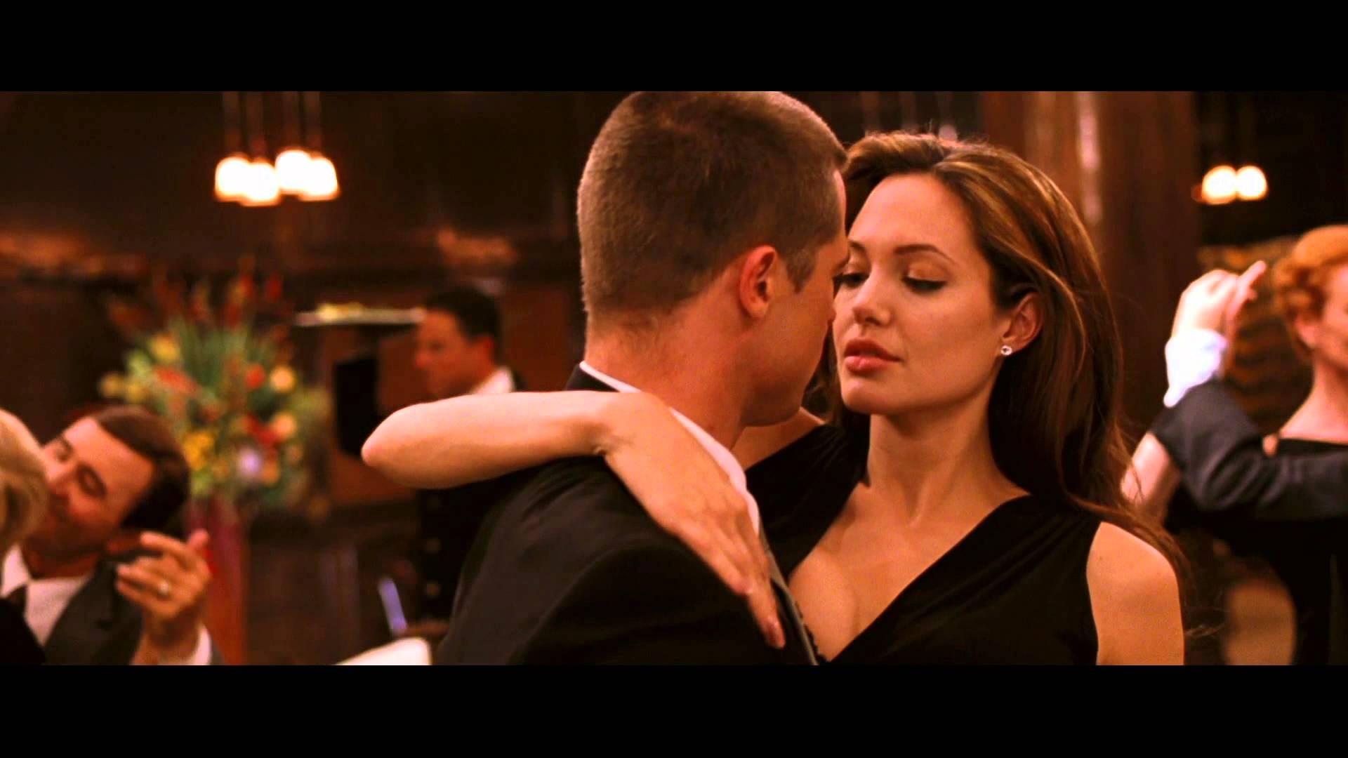 Angelina Jolie, Being Single Is Just Too Hard...
