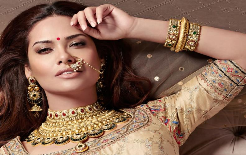 Most sensual photos of Esha Gupta