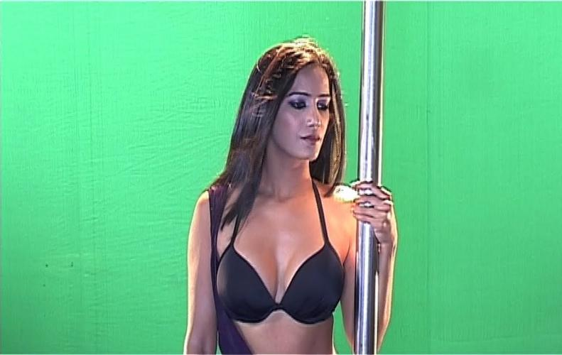 Poonam Pandey's Love is Poison Item Song, LEAKED