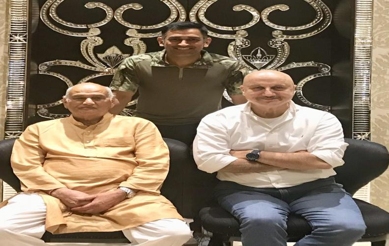 Dhoni poses with real life & reel life father Anupam Kher