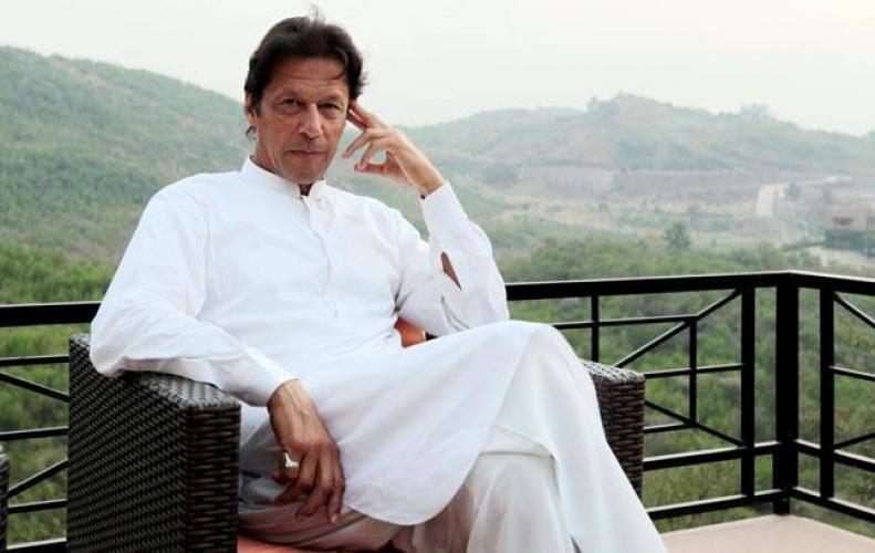 Imran Khan pakistani leader gives fake tweet about Sasikala