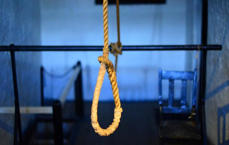 Management student in Hyderabad hanged herself on video call over a heated argument to her boyfriend.