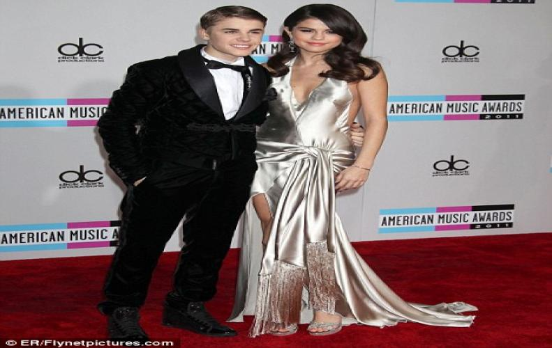 Charming Pair Selena Gomez and Justin Bieber heads for Jamaica attending his father's wedding.