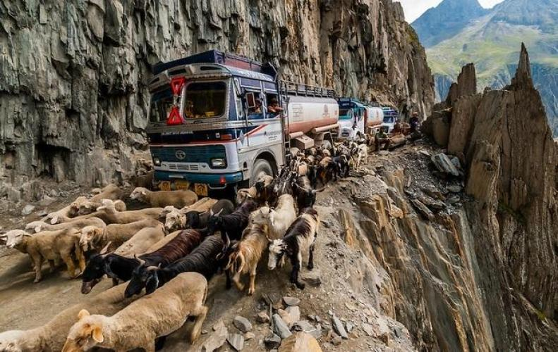 Most Dangerous Highways of India that Surprisingly Thrive and Haunt you at the Same Time