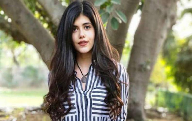 Top 5 Pics Of Sanjana SanghiThat Will Make You Forget Priya Prakash Varrier