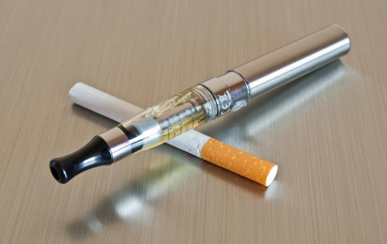 """What is """"Vaping"""" Or Is E-cigarette a better alternative to quit smoking?"""
