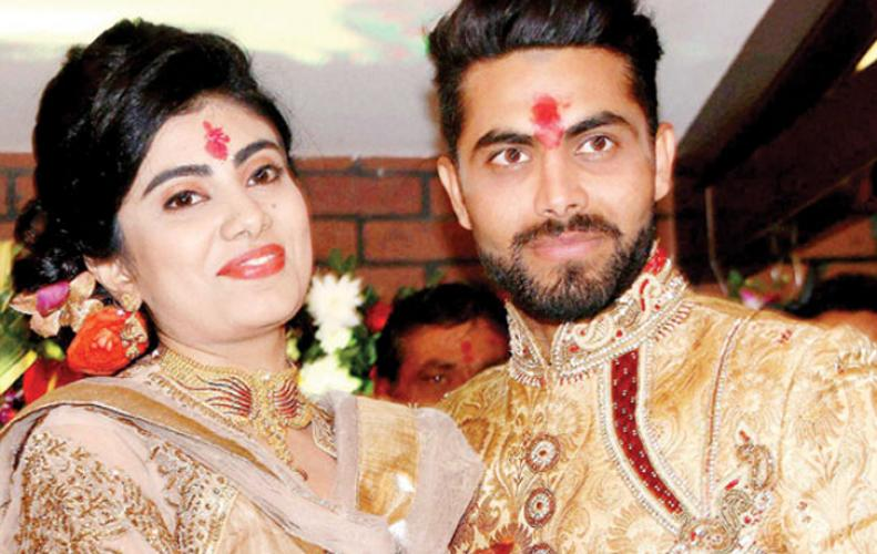 Ravindra Jadeja's wife attacked by a cop after accident