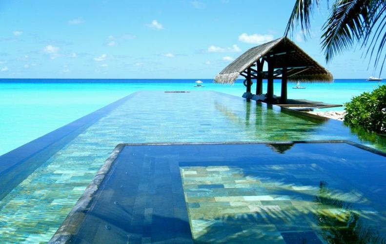 Incredibly Luxury Swimming Pools around the World that will Force You to Dive in