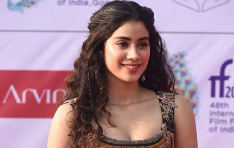 Media Asked Question to The Janhvi Kapoor About His Movie Dhadak, and She Said