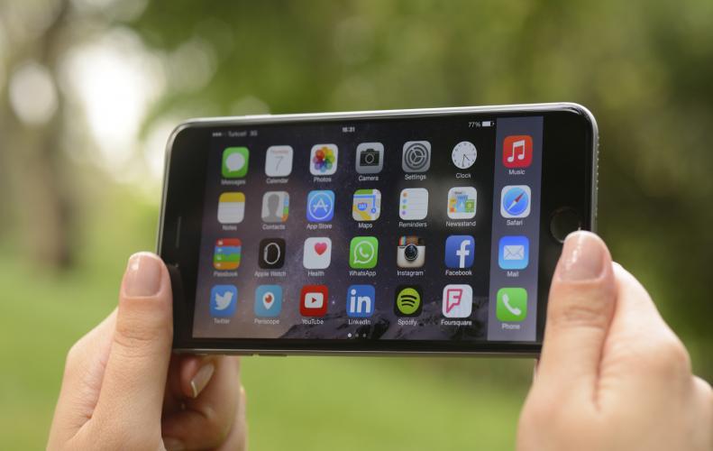 आईफोन कंपनी के शेयर 1.5% गिरे, आईफोन 10 में एक भी ऐसा फीचर नहीं जो यूनिक हो |