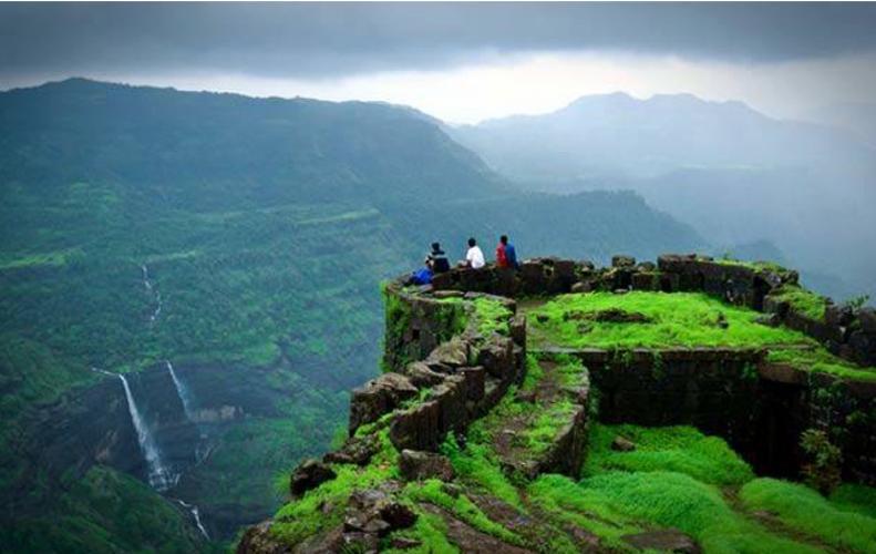 ये हैं मुंबई की फेमस Places, जहां ले सकते हैं बारिश मजा