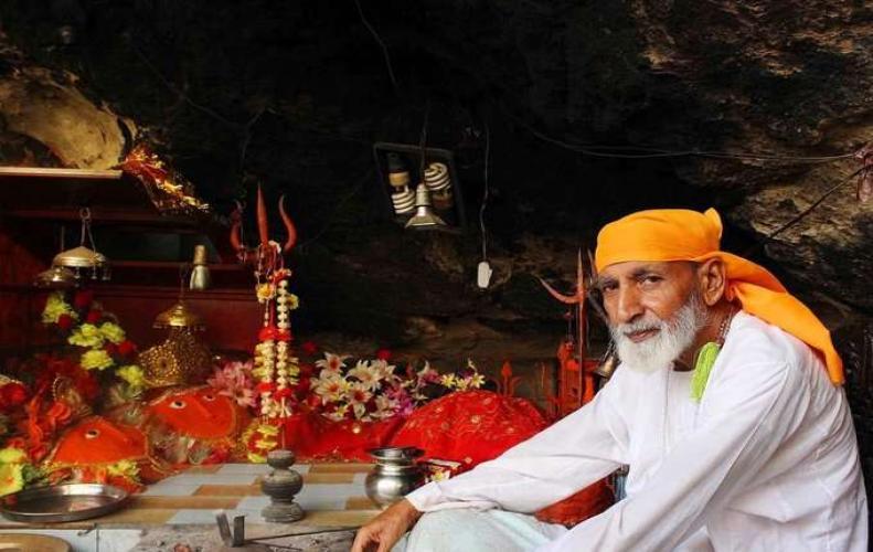 अमरनाथ की यात्रा से भी कठिन हे इस मंदिर की यात्रा