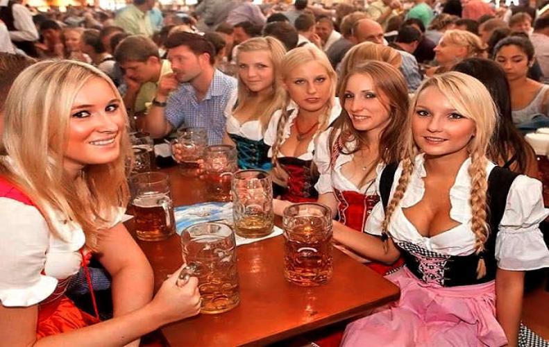 मनाया जाता है ऐसा त्यौहार पी गए 77 लाख की बियर
