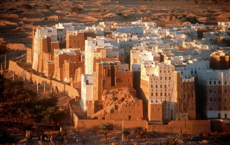 मिट्टी से बनी बिल्डिंग्स, कभी देखी है दुनिया में आश्चर्य हैं ये इमारतें