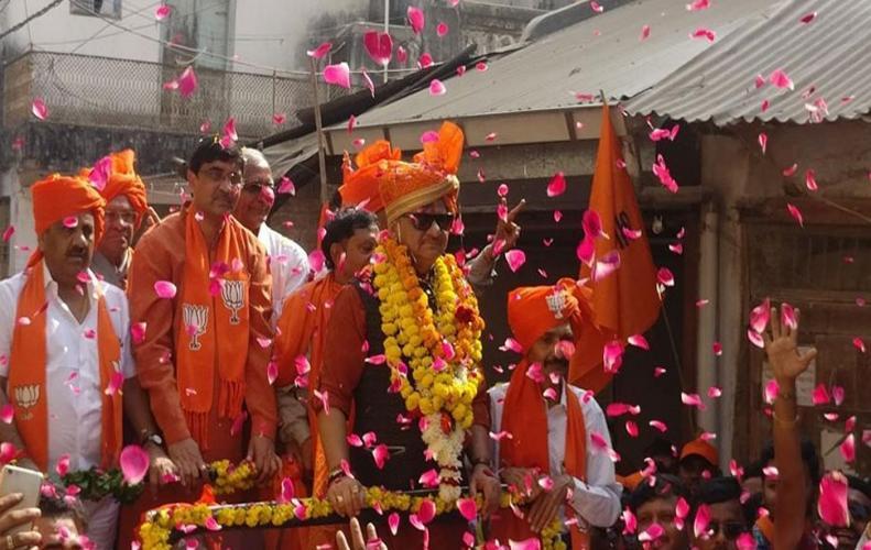 शेलेश मेहता ने अपनी पत्नी को दी मर्सडीज गुजरात में लाना चाहते है अपनी सरकार
