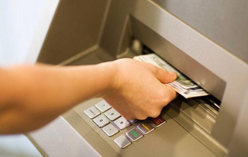 ATM से लेन-देन फेल होने पर बैंक को देना होता है 100 रुपये रोज मुआवजा, ये है RBI का नियम