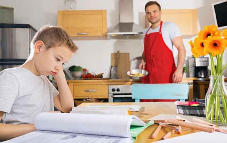 बच्चो पर न डालें प्रेशर, इससे बिगड़ सकते है आपके बच्चे