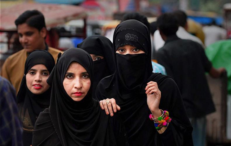 तीन तलाक पर शुक्रवार को केंद्र सरकार पेश करेगी विधेयक, इसमें मुस्लिम समुदाय की नहीं ली गई राय