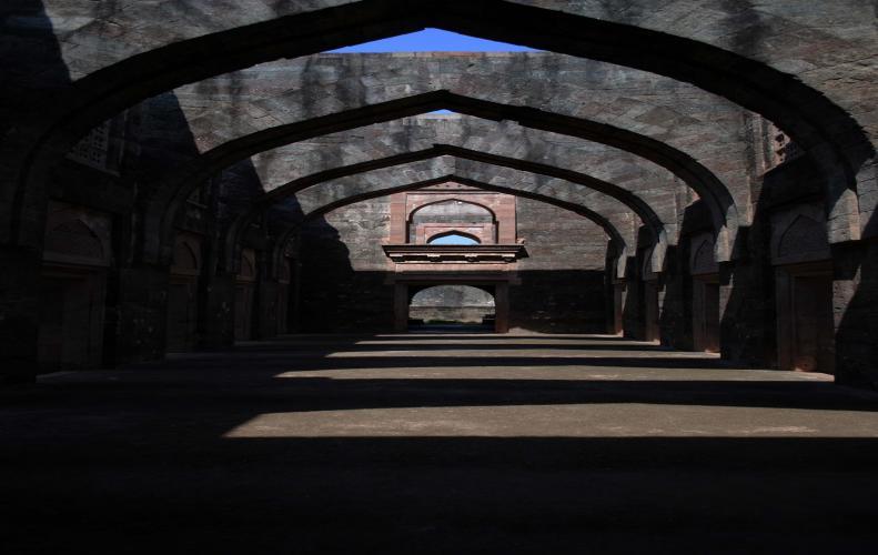 मध्य प्रदेश के  250 साल पुराने महल में बनी हुई तांत्रिक बावड़ी का रहस्य ऐसा जो आपको डरा दे