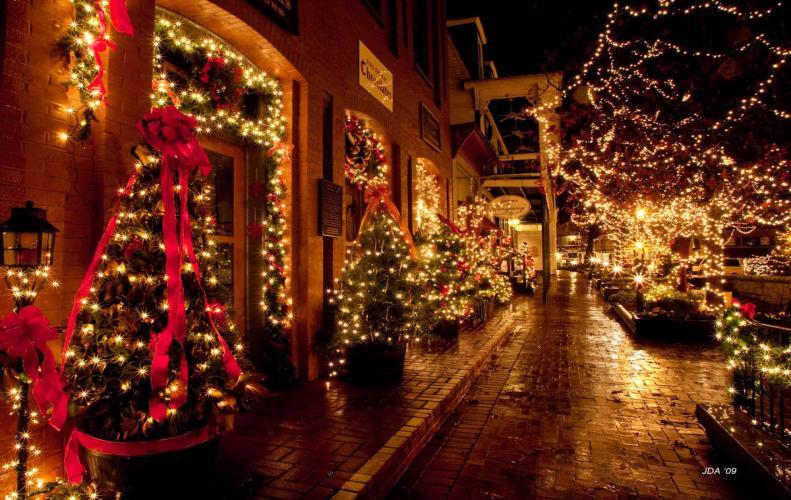इन देशो में क्रिसमस मनाया गया अजीबोगरीब तरिकों से