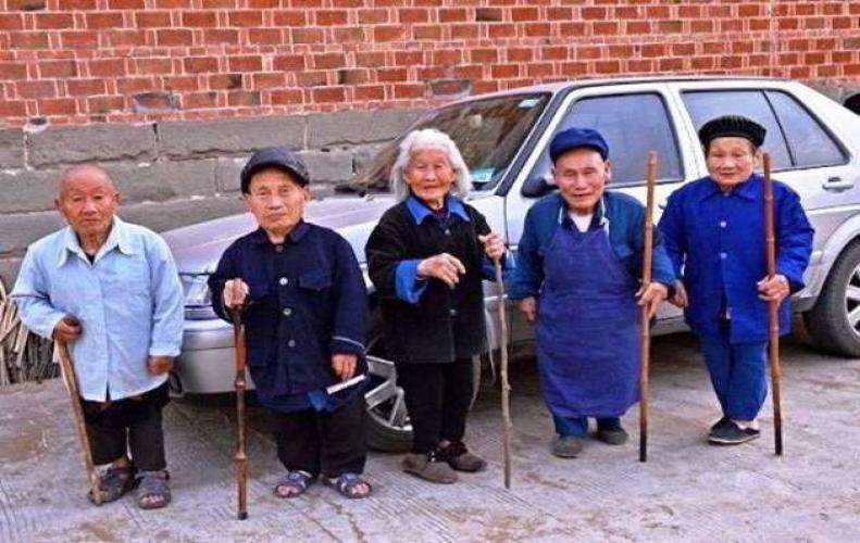 एक गाँव  ऐसा भी जहां कई लोगों की लंबाई मात्र दो फीट है|