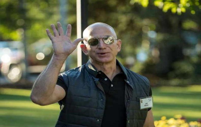 जेफ बेजोस बने दुनिया के सबसे पैसेवाले शख्स, अमेजन के शेयर में उछाल से नेट वर्थ 106 अरब डॉलर हुई
