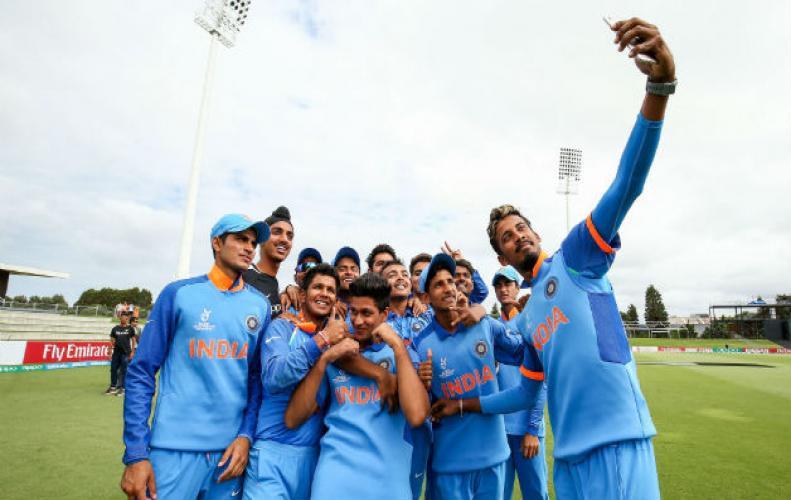 अंडर-19 वर्ल्ड कप : टीम इंडिया ने सेमीफाइनल मुकाबले में पाकिस्तान को बुरी तरह रोंदा