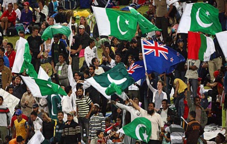 पाकिस्तान के राष्ट्रगान का उड़ा जबरदस्त मजाक, दर्शकों में मजा हंगामा सारे सिस्टम हुए फ़ैल...