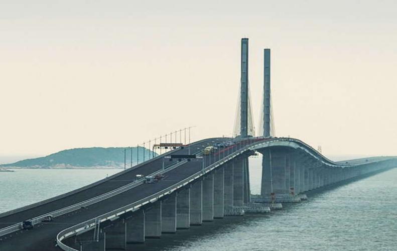 दुनिया का सबसे लंबा समुद्री ब्रिज, जिसे बनाने में कई रात सो नहीं पाए इंजीनियर्स...