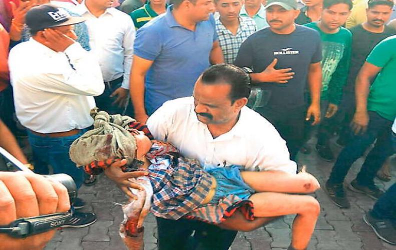 बस पलटने से हुई 23 बच्चों की मौत, माँ-बाप की गोद हुई सुनी छाया चारो ओर मातम...
