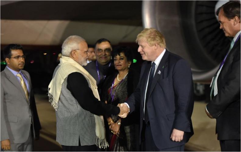 PM नरेन्द्र मोदी अपनी तीन देशो की यात्रा के दूसरे पड़ाव में पहुंचे लंदन, विदेश मंत्री ने किया स्वागत.