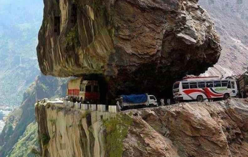 ये है दुनिया की सबसे खतरनाक सड़के, यंहा से गुजरने वालो की बढ़ जाती है दिलो की धड़कन...