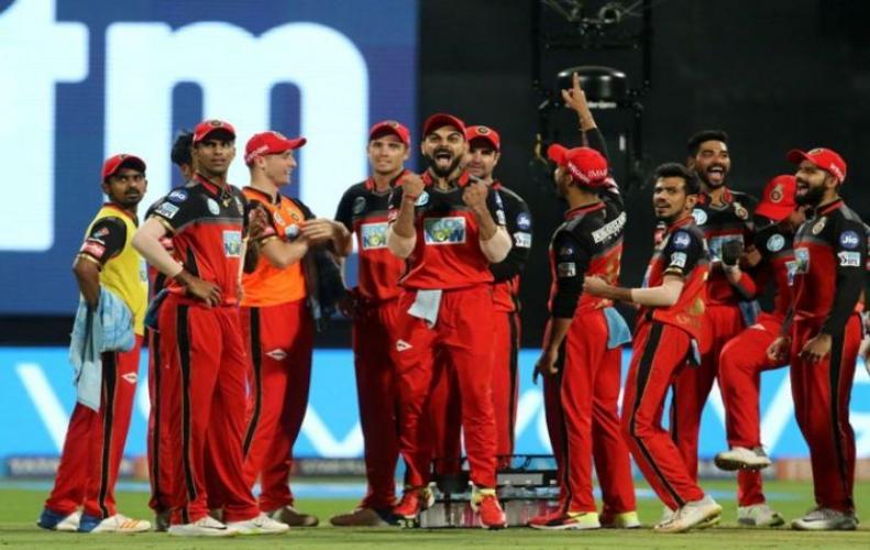 मुंबई इंडियंस नॉकआउट के लिए क्वॉलिफाइ की उम्मीदों पर फिरा पानी, बंगलौर से मिली 14 रन से  हार...
