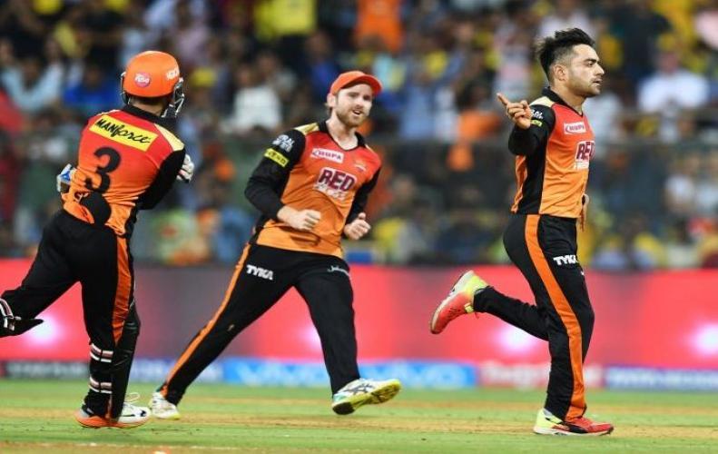 राशिद खान के ऑलराउंडर खेल से सनराइजर्स हैदराबाद ने मारी फाइनल में एंट्री...