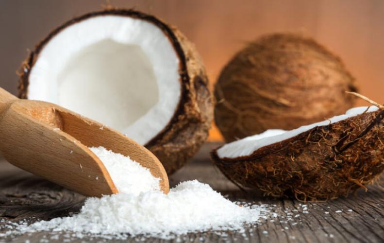 रात में सोने से पहले नारियल खाने से शरीर इन बीमारियों से रहता है दूर..