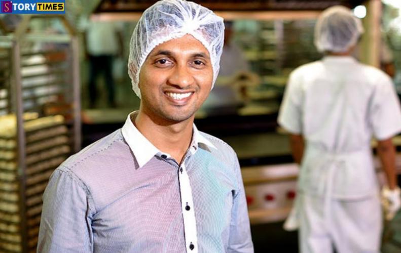 एक कुली का बेटा बन गया करोडो रूपये की कंपनी का मालिक | PC Mustafa Success Story In Hindi