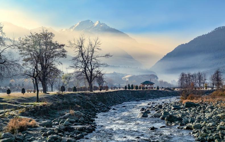 कश्मीर में घूमने के 10 अच्छे स्थान | Top 10 Tourist Please In Hindi