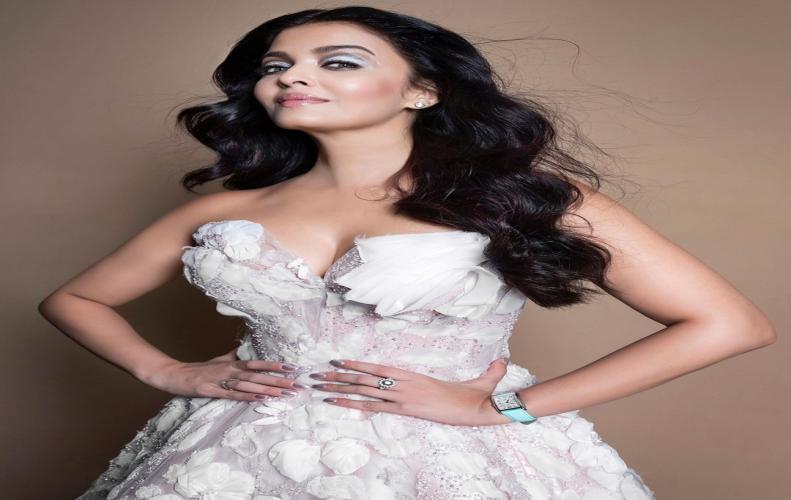 दीपिका से लेकर प्रियंका चोपड़ा तक ये है दुनिया की 50 खूबसूरत महिलाएं | Top Beautiful Woman In Hindi
